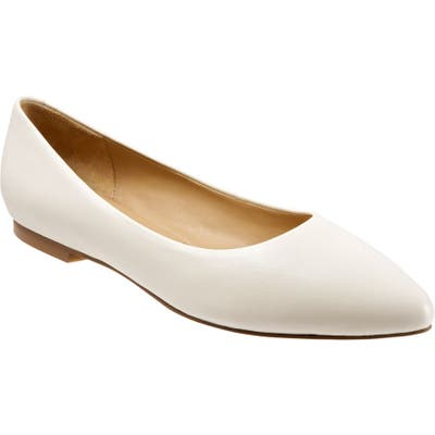 Trotters Estee Pointed Toe Flat, Ivory