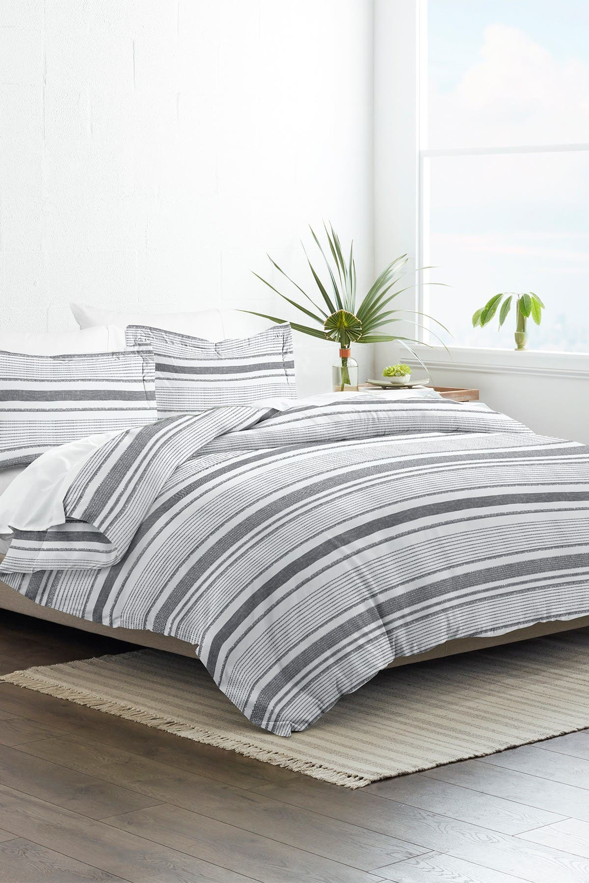 Image of IENJOY HOME Home Collection Premium Ultra Soft Vintage Stripe Pattern 3-Piece King/California King Duvet Cover Set - Light Gray