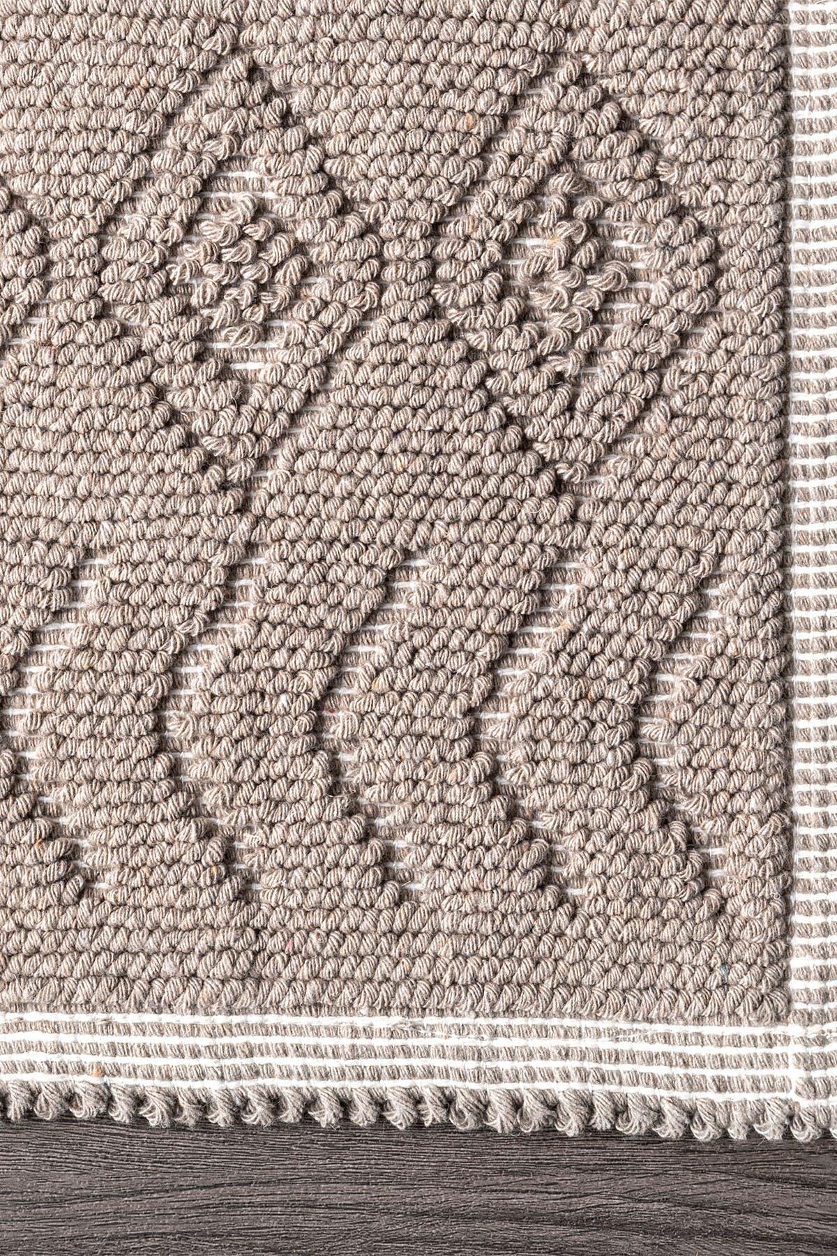 Image of nuLOOM Ethan Textured Trellis Bath Mat