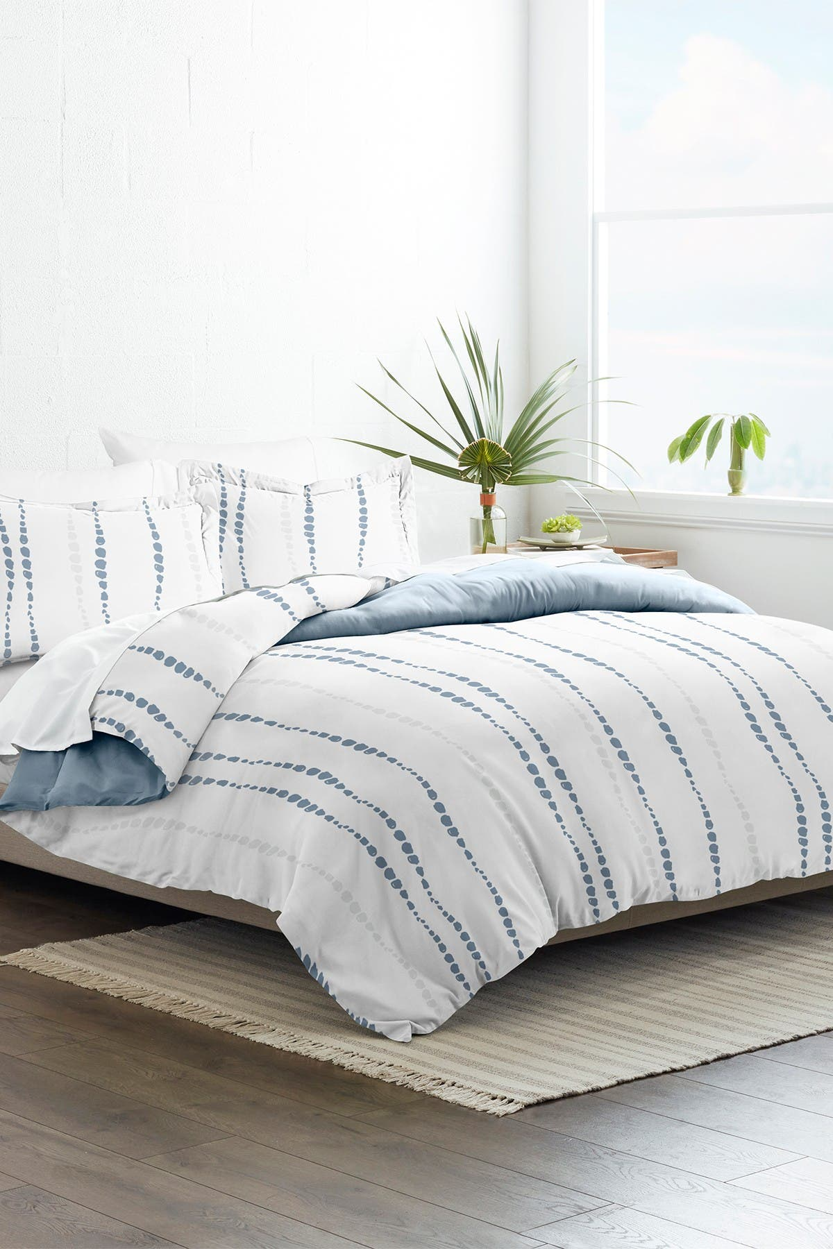 Image of IENJOY HOME Home Collection Premium Ultra Soft Urban Vibe Pattern 3-Piece Full/Queen Reversible Duvet Cover Set - Navy