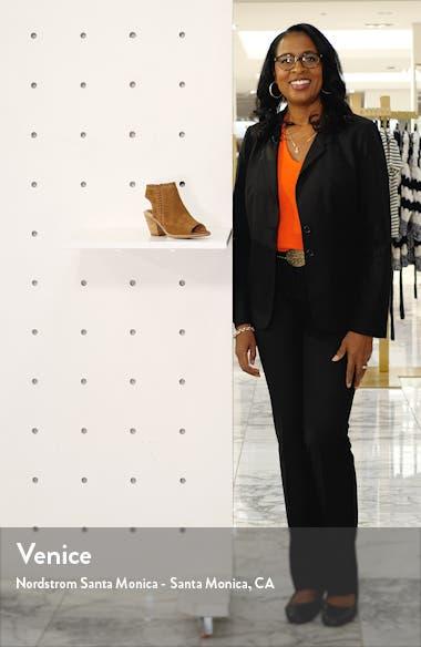 Maleigha Sandal, sales video thumbnail