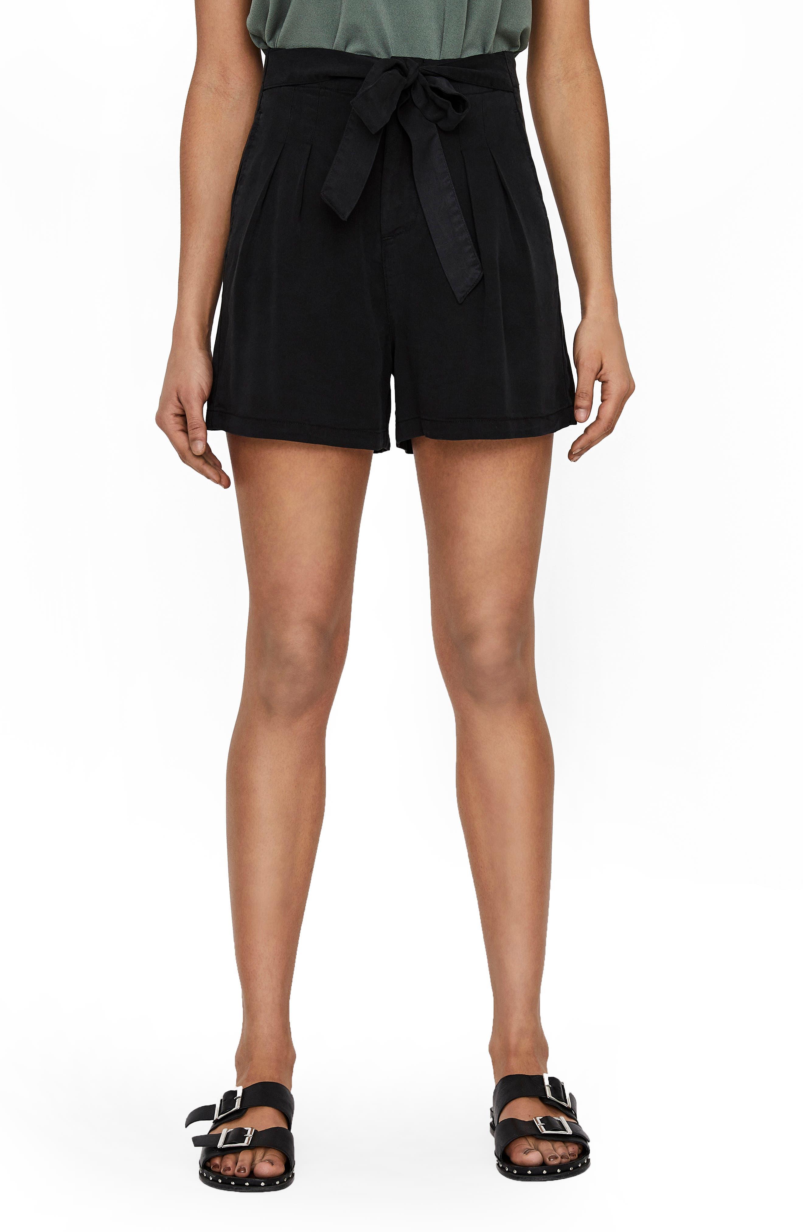 Women's Vero Moda Mia Loose Shorts,  Medium - Black