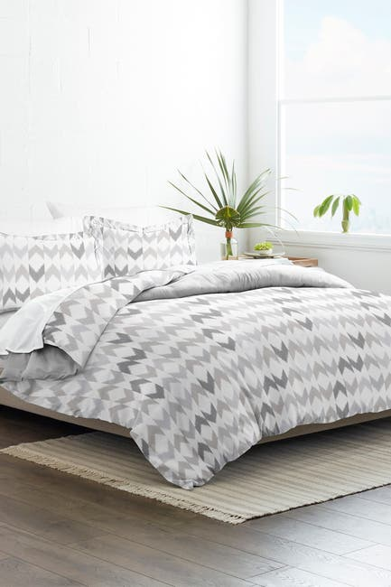 Image of IENJOY HOME Home Collection Premium Ultra Soft Chevron Sleep Pattern 3-Piece Twin/Twin Extra Long Reversible Duvet Cover Set - Light Gray