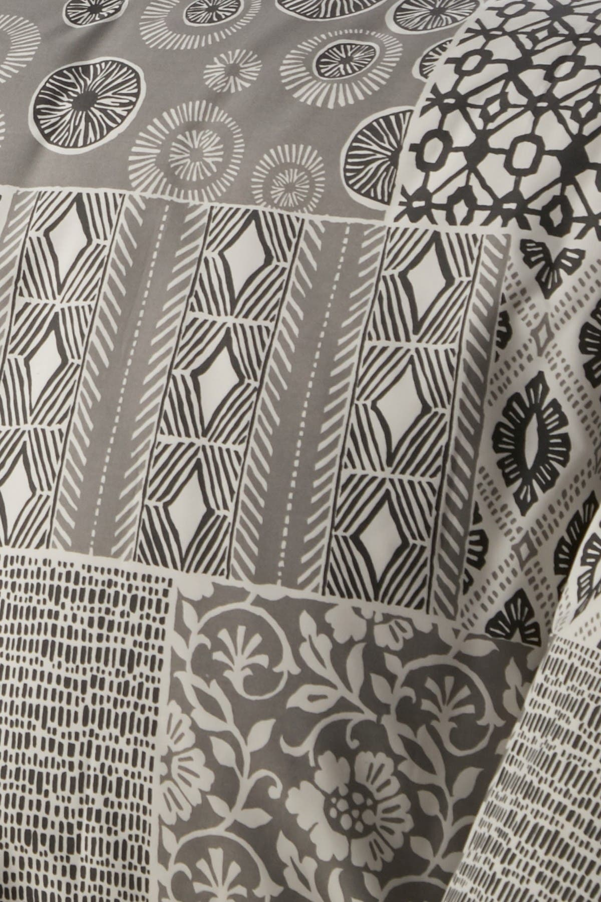 Image of SOUTHSHORE FINE LINENS King/California King Premium Oversized Duvet 3-Piece Set - Global Patchwork Gray