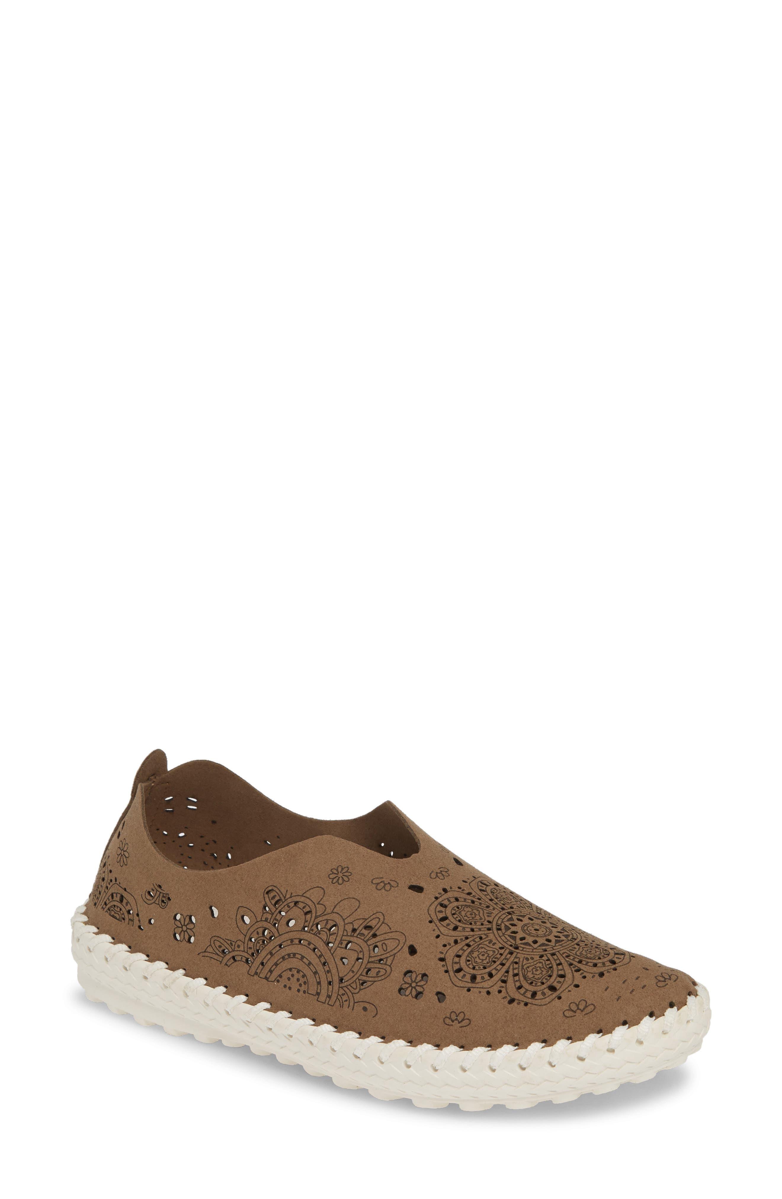 TW09 Slip-On Sneaker