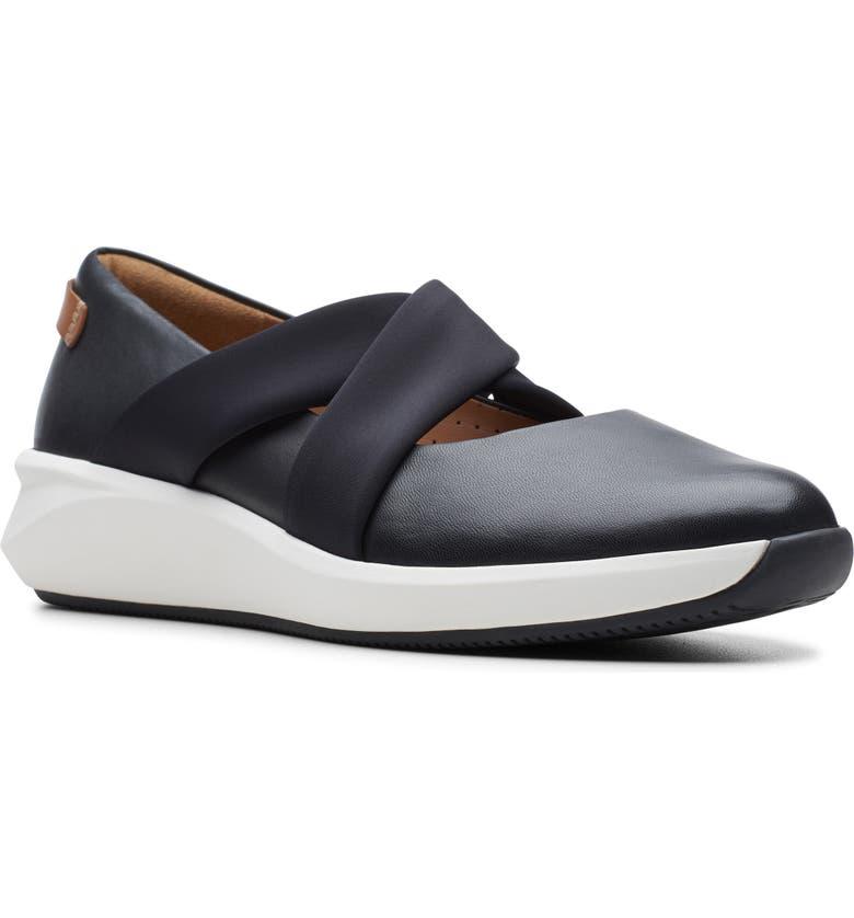 CLARKS<SUP>®</SUP> Un Rio Cross Sneaker, Main, color, BLACK LEATHER