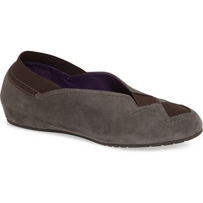 Vaneli Pandy Hidden Wedge Shoe, Brown