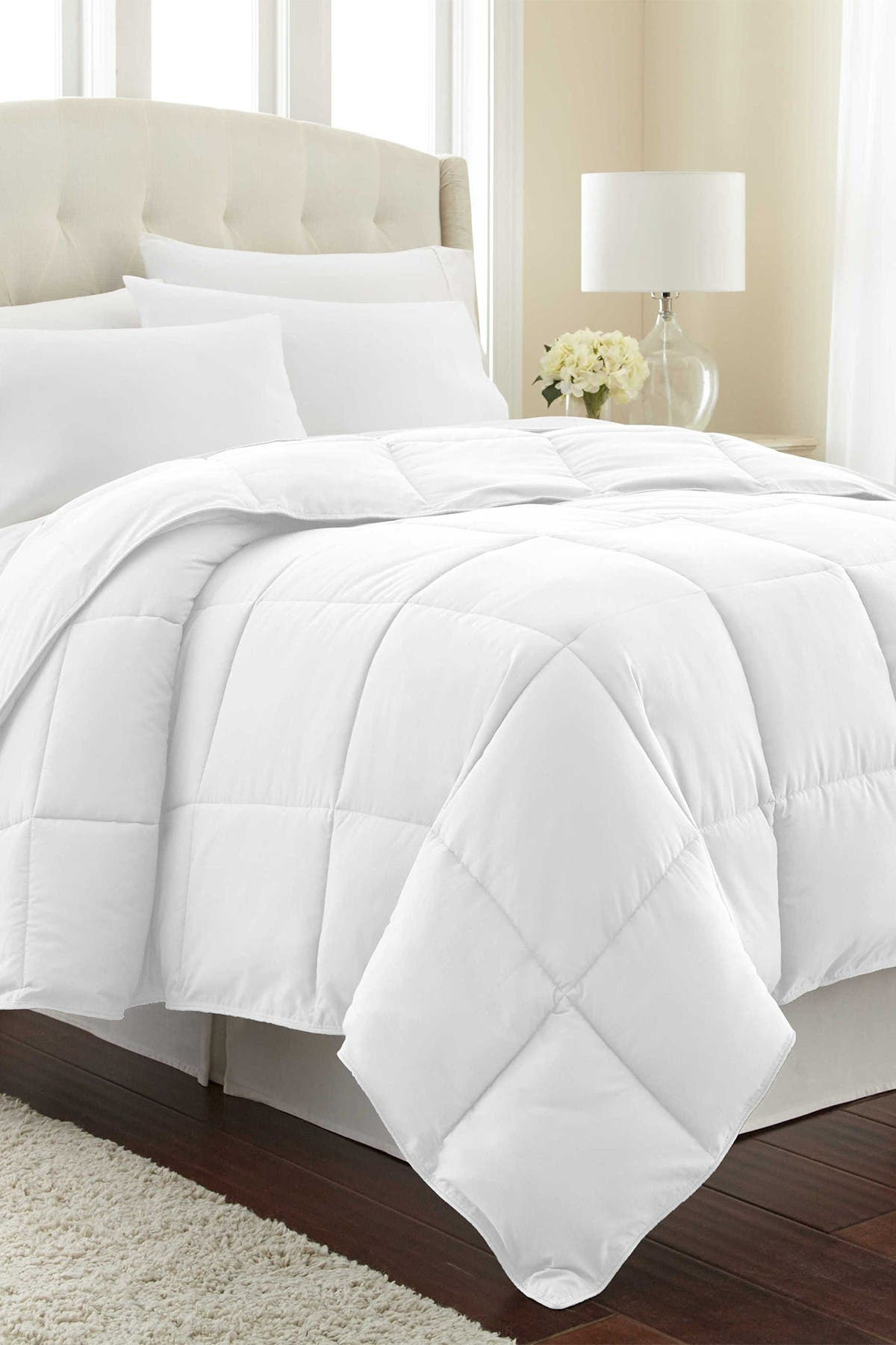 Image of SOUTHSHORE FINE LINENS King/California King Southshore Fine Linens Vilano Springs  Down Alternate Weight Comforter - Bright White