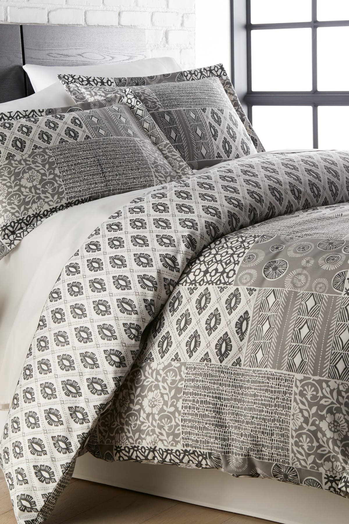 Image of SOUTHSHORE FINE LINENS Full/Queen Premium Oversized Duvet 3-Piece Set - Global Patchwork Grey