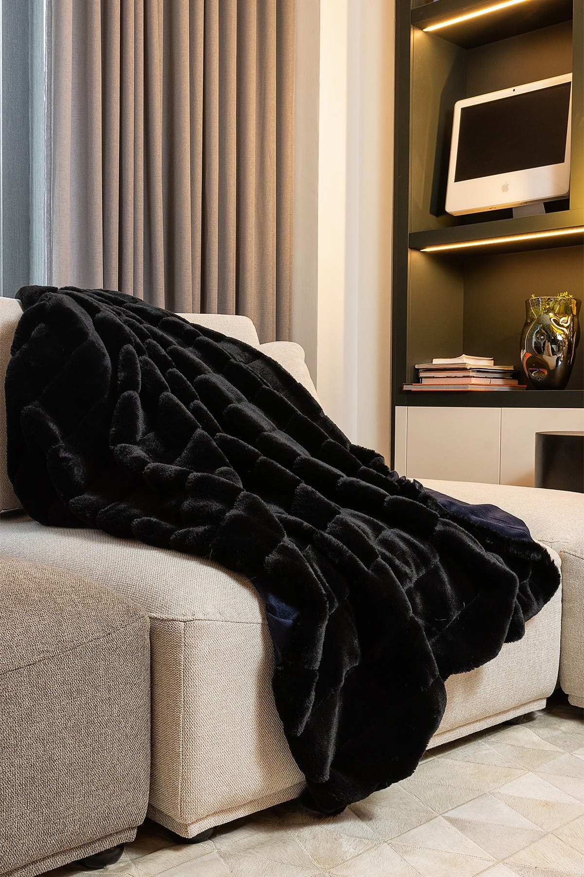 """Image of LUXE Faux Fur Throw - 50"""" x 60"""" - Black Jacquard"""