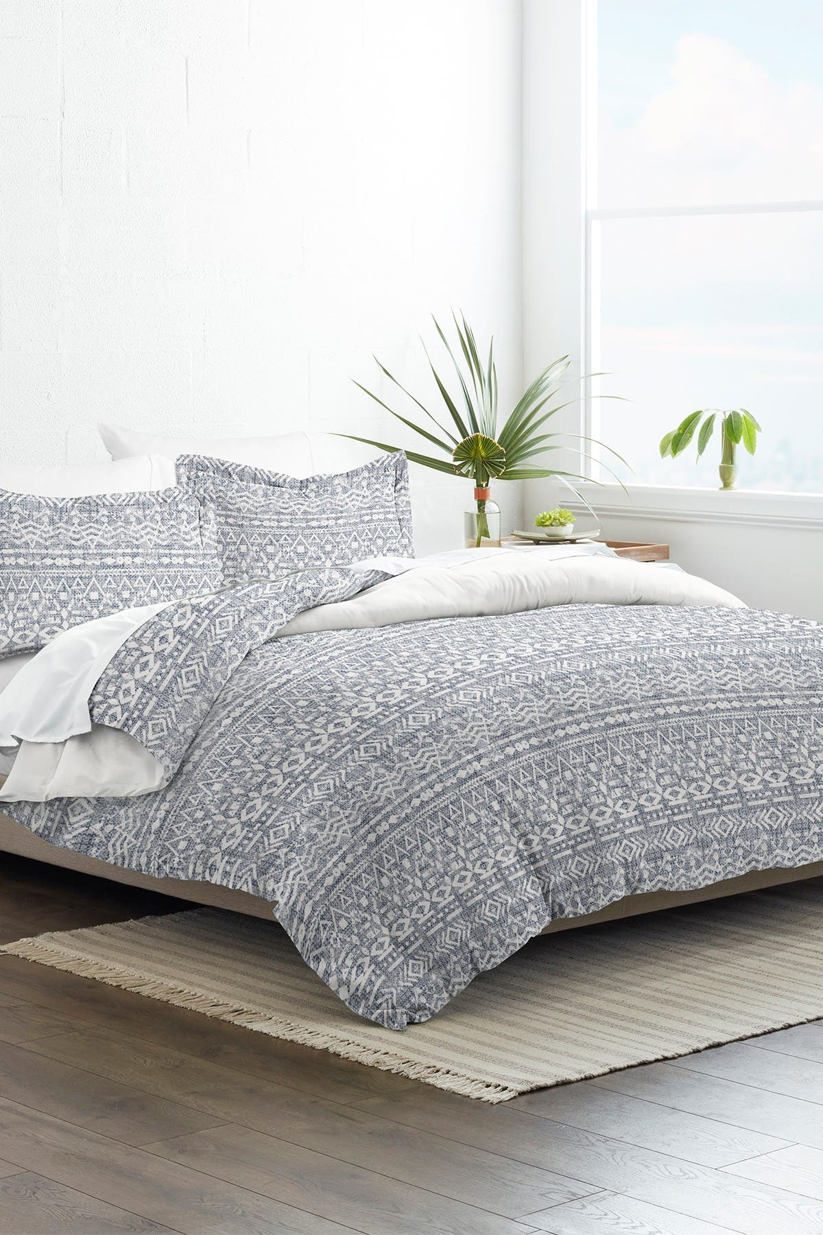 Image of IENJOY HOME Home Collection Premium Ultra Soft Modern Rustic Pattern 3-Piece King/California King Reversible Duvet Cover Set - Navy