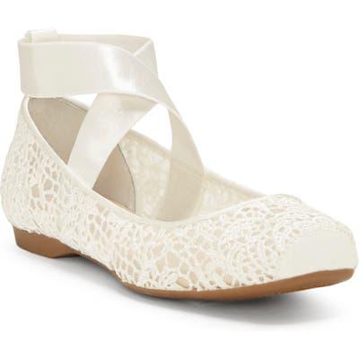 Jessica Simpson Maggda Cross Strap Flat- White