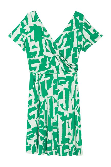 Image of Maggy London Geo Print Short Sleeve Wrap Dress