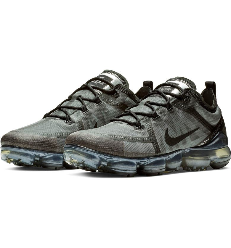 NIKE Air VaporMax 2019 Sneaker, Main, color, 004