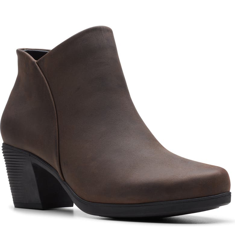 CLARKS<SUP>®</SUP> Un Lindel Bootie, Main, color, BROWN OILY LEATHER