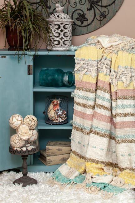 "Image of Parkland Collection Myra Eclectic Beige 52"" x 67"" Woven Handloom Throw"