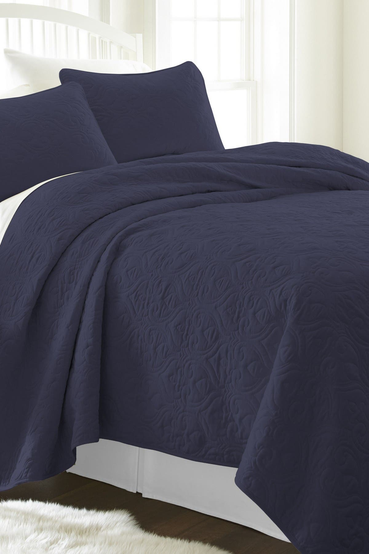 Image of IENJOY HOME Home Spun Premium Ultra Soft Damask Pattern Quilted Full/Queen Coverlet Set - Navy