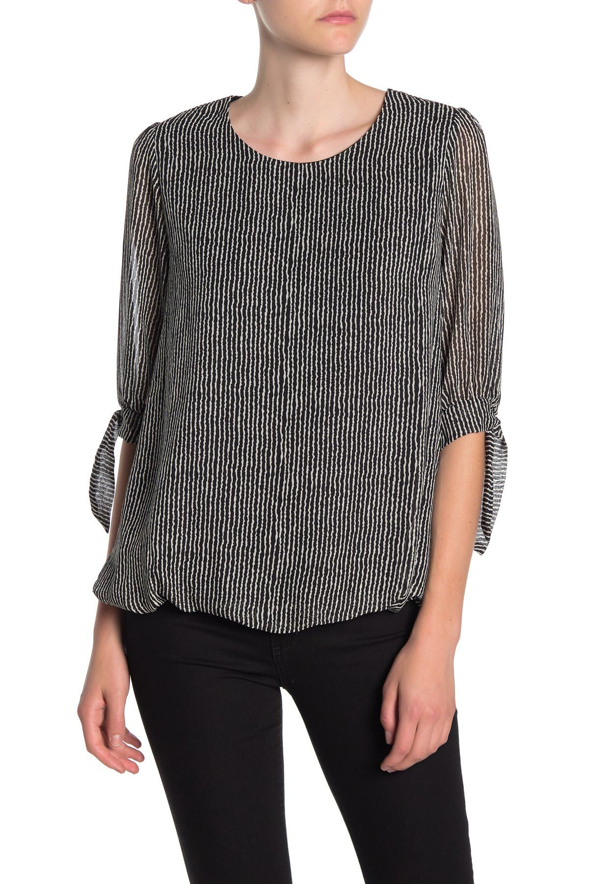 Image of Everleigh 3/4 Tie Sleeve Bubble Hem Blouse