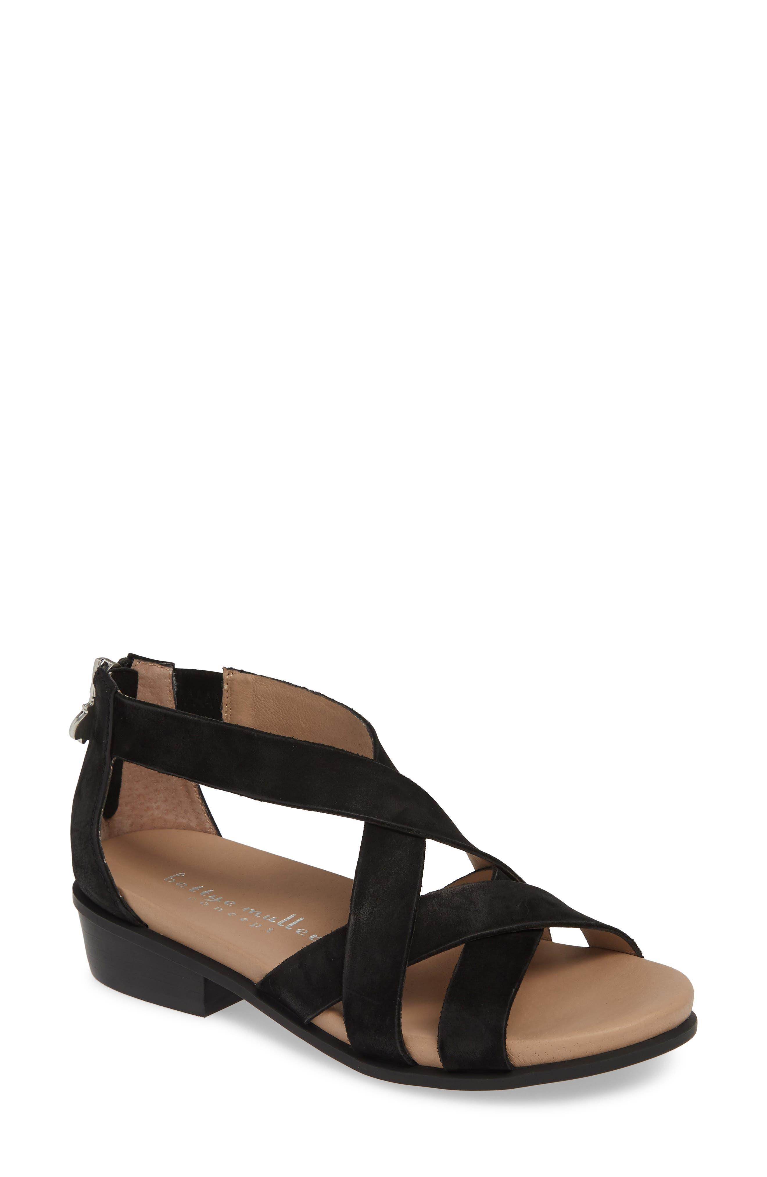 Bettye Muller Concepts Banyan Sandal, Black