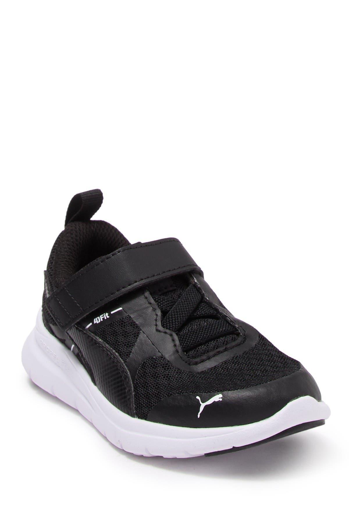 PUMA   Flex Essential V Sneaker
