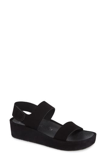 Lacey Footbed Sandal in Black Castoro