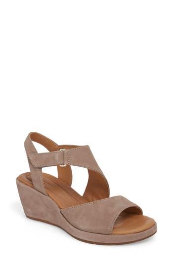 Women's Clarks Un Plaza Wedge Sandal, Size 7.5 M - Grey