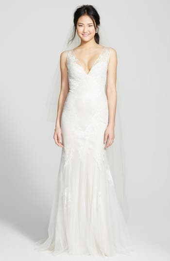Women's Bliss Monique Lhuillier Chantilly Lace & Tulle Gown