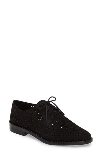 Vince Camuto  LESTA GEO PERFORATED OXFORD