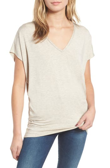 AMOUR VERT 'Mayr' V-Neck Tee in Oatmeal