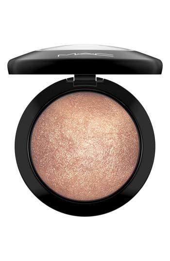 MAC 'Mineralize' Skinfinish - Global Glow